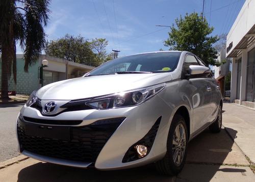 Toyota Yaris 5 Ptas Xls M/t 0km My21 Gris Plata Disponible