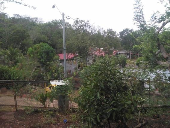Casa De Tres Cuartos Baño Terreno Sercado Con Título De Prop