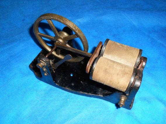 Antigo Instrumento Denominado Magneto De Telefone