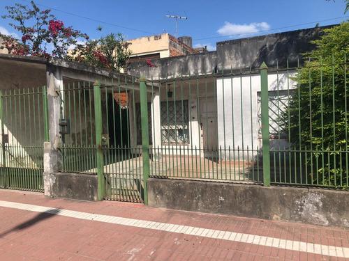Venta De Casa 3 Ambientes Con Garage  Y Fondo