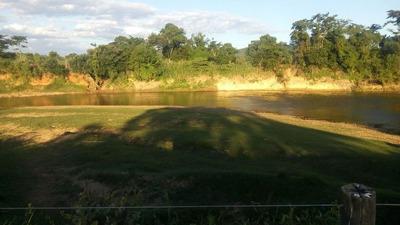 Fazenda Em Curvelo Mg , Com 50 Ha , Boa De Água , Ficando Nas Margens Do Rio Maquiné, Casa , Curral. - 3894