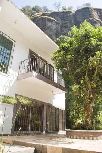 Casa Con Hermosa Vista En Venta