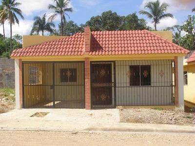 Oferta Casa 3 Hab 2 Parqueos $2,400,000. Autopista Duarte