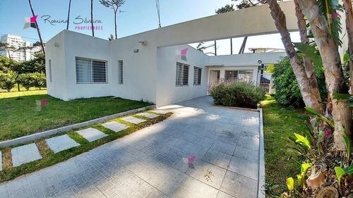 Casa En Venta Playa Mansa 3 Dormitorios- Ref: 9370