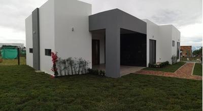 Casa Campestre En Zona Urbana La Mesa Cund
