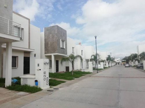Imagen 1 de 20 de Casa En Renta, Rancho Santa Monica, Av. La Paz, Aguascalientes, Rcr 404863.
