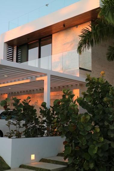 Casa En Venta De 3 Niveles En Cap Cana