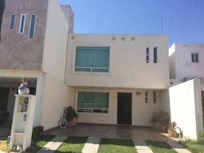 Casa En Renta Ubicada En El Fraccionamiento Lomas Del Valle