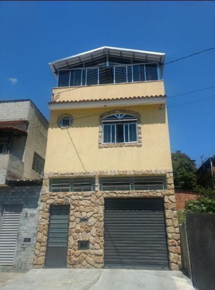 Casa De 4 Quartos, 3 Banheiros E Garagem Pra 2 Veículos