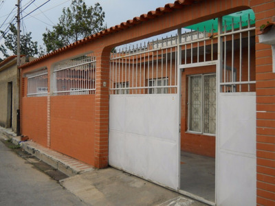 Se Vende Amplia Y Confortable Casa En Caprenco !!!