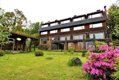 Hotel Con Vista Al Lago En Pucon.