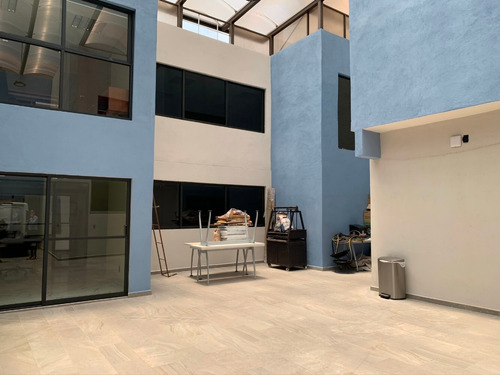 Imagen 1 de 14 de Casa Con Excelentes Espacios Para Tu Empresa. Disponible