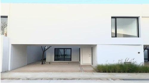 Casa En Venta, Privada En Cholul Cv-6278