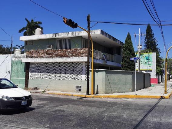 Casa En Esquina Sobre Av. Cupules.