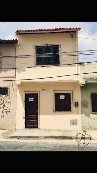 Casa Duplex No Montese - Sala/cozinha/banheiro/2 Quartos.