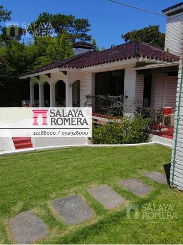 Casa - Punta Del Este- 3 Dormitorios- 3 Baños. Piscina Y Parrillero. ¡oportunidad!