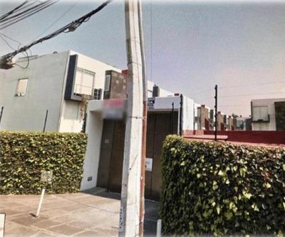 Oportunidad Bancaria, Hermosa Casa Calle Corregidora