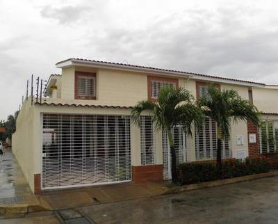 Townhouse En Venta Av Aragua, Los Girasoles 19-10971 Hcc