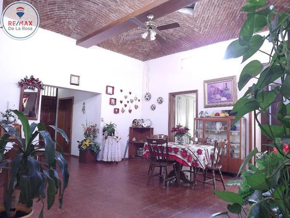 Amplia Casa En Venta Colonia Iv Centenario