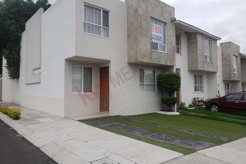 Renta De Casa En Excelente Ubicacion, Residencial Del Parque En $9,000