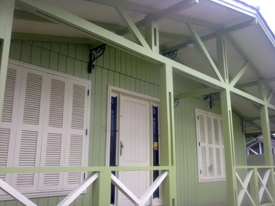 Casa Mista De Madeira E Alvenaria