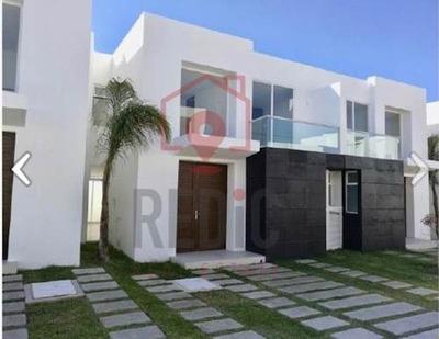 Casa En Renta De 3 Hab En Privada En El Refugio