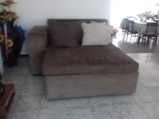 Sofa Para Estudio Con Cuatro Cojines