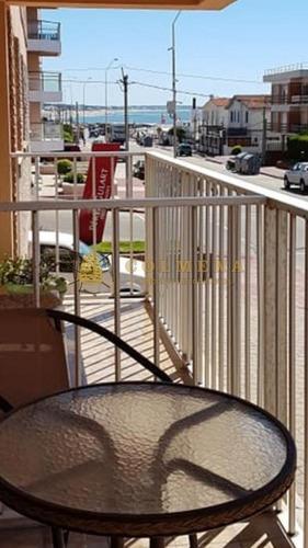 Apartamento En Muy Buena Ubicacion En Peninsula, De 2 Dor, 2 Baños Y Cochera Cuenta Con Linda Vista. Consulte!!!!!! - Ref: 2064