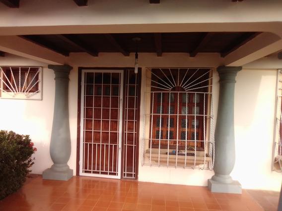 Inversiones Castro Vende Casa En La Urb. Jardines Levante
