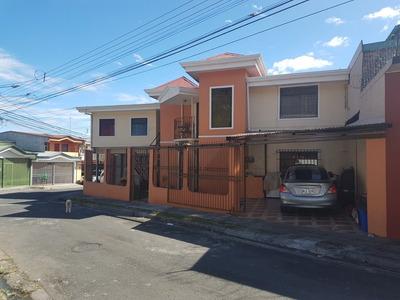Bella Casa 4 Cuartos Y 2 Baños Con Apartamento De 2 Cuartos!