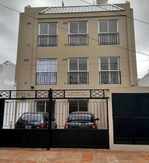 Mono Ambiente Con Terraza Propia. En 1º Piso Al Contra Frente X Escalera. Villa Sarmiento.