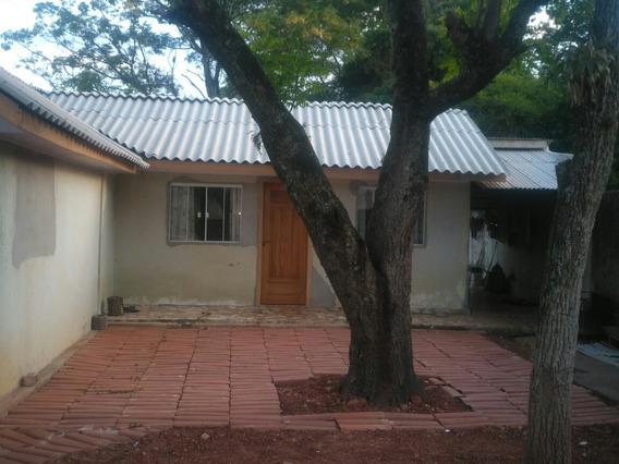 Casa Com 3 Quartos, Banheiro, Sala E Cozinha.