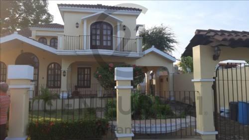Renta De Casa Residencial Con Amplio Jardín, Col. Progreso, Naranjos Amatlán, Veracruz.