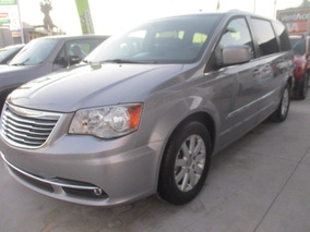 Chrysler Town & Country Touring, Piel, Color Plata M, 2016