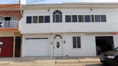 Se Vende Casa En El Centro De Agua Dulce