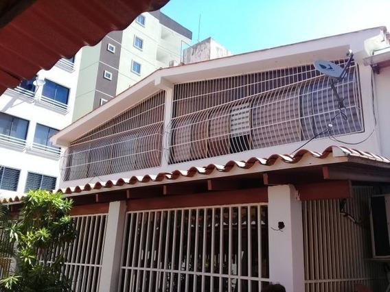 Casa En Venta De Lujo En Andres Bello 21-8513 Jab