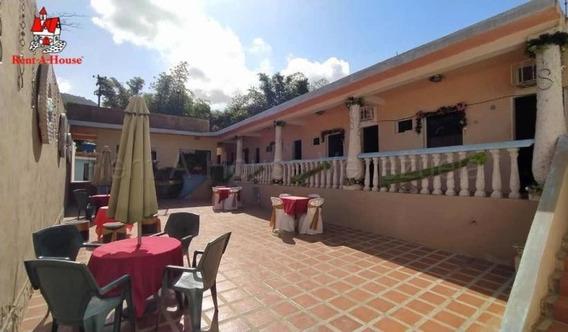 Casa Posada En Venta En El Playon Ocumare Mls 20-8043 Jd
