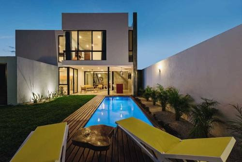 Casa Residencial En Renta Amueblada Con Piscina En Esquina