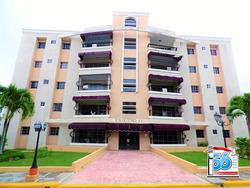 Amplio Apartamento Con Ascensor En El Residencial El Ensueño