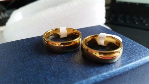 Par De Alianças Em Aço 6mm Banhada A Ouro