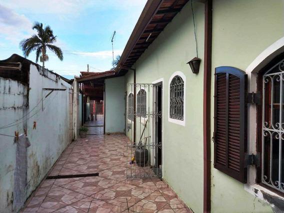 Casa Térrea Com 02 Dormitórios, 01 Suíte, 02 Vagas E Edicula. - V321