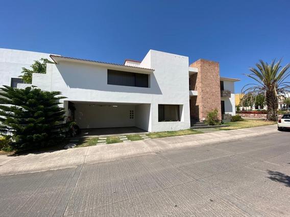 Casa En Venta En Villantigua En Esquina.