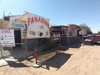 Casa Con Locales Comerciales Y Todo El Equipo De Panaderia