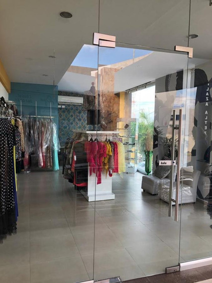 Local Comercial En Renta Con Boutique En Traspaso En Plaza Comercial Fracc. Altezza $10,000 $345,000
