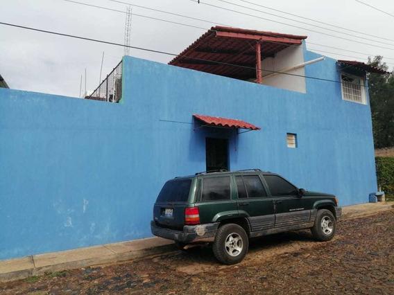 Casa De 2 Recamaras. 2 Baños Y Medio Y Cuarto De Servicios