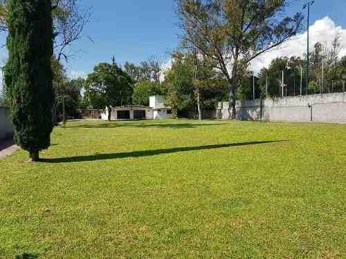 Muy Bonito Terreno Habitacional En Venta En Jurica, Cuenta Con Una Casa Para Remodelar.