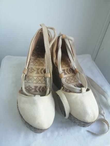 Sandalias Blancas De Tela Y Plataforma En Yute