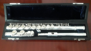 Hermosa Flauta Y Piccolo Yamaha De Plata.