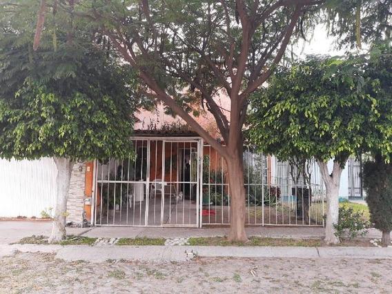 Casa Sola En Venta En El Campanario, Celaya, Guanajuato
