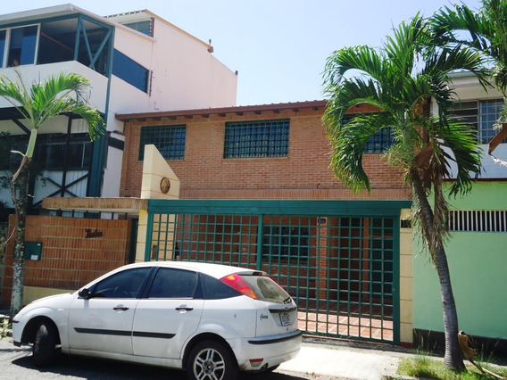 Vende Alquila Casa 350m2 3h+s/3b+s/2p Sta Cecilia